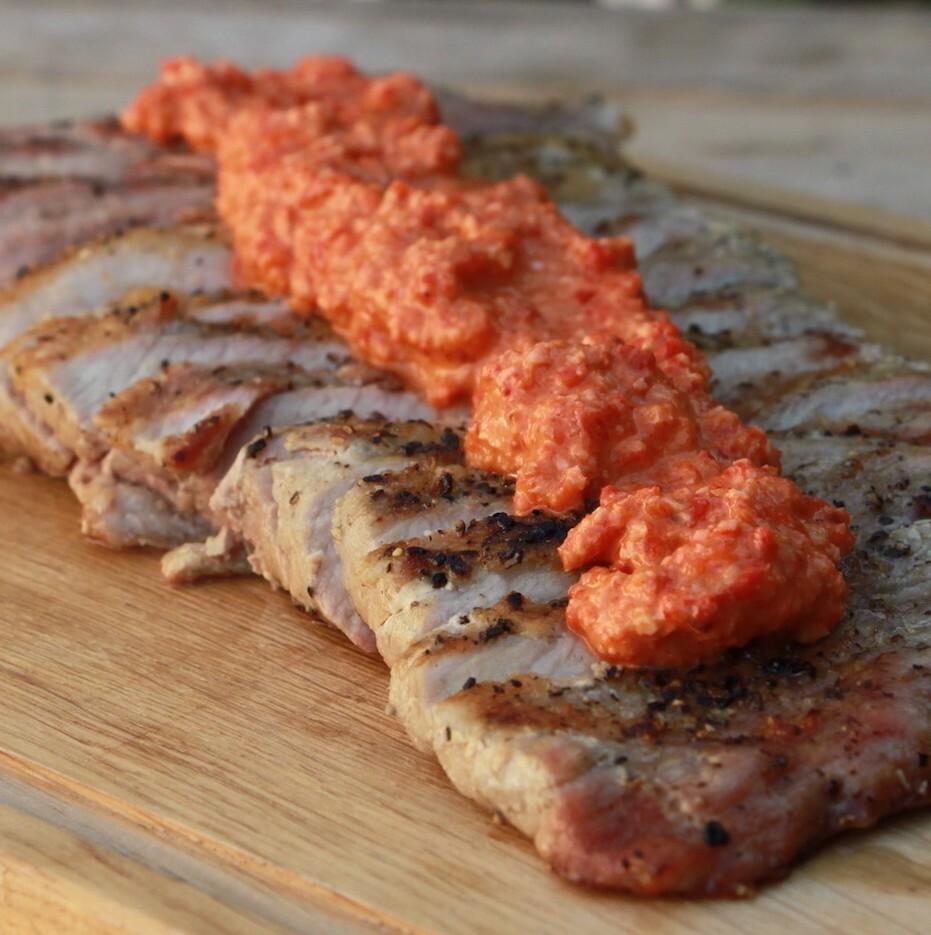 Secreto Iberico met Romesco saus van de BBQ