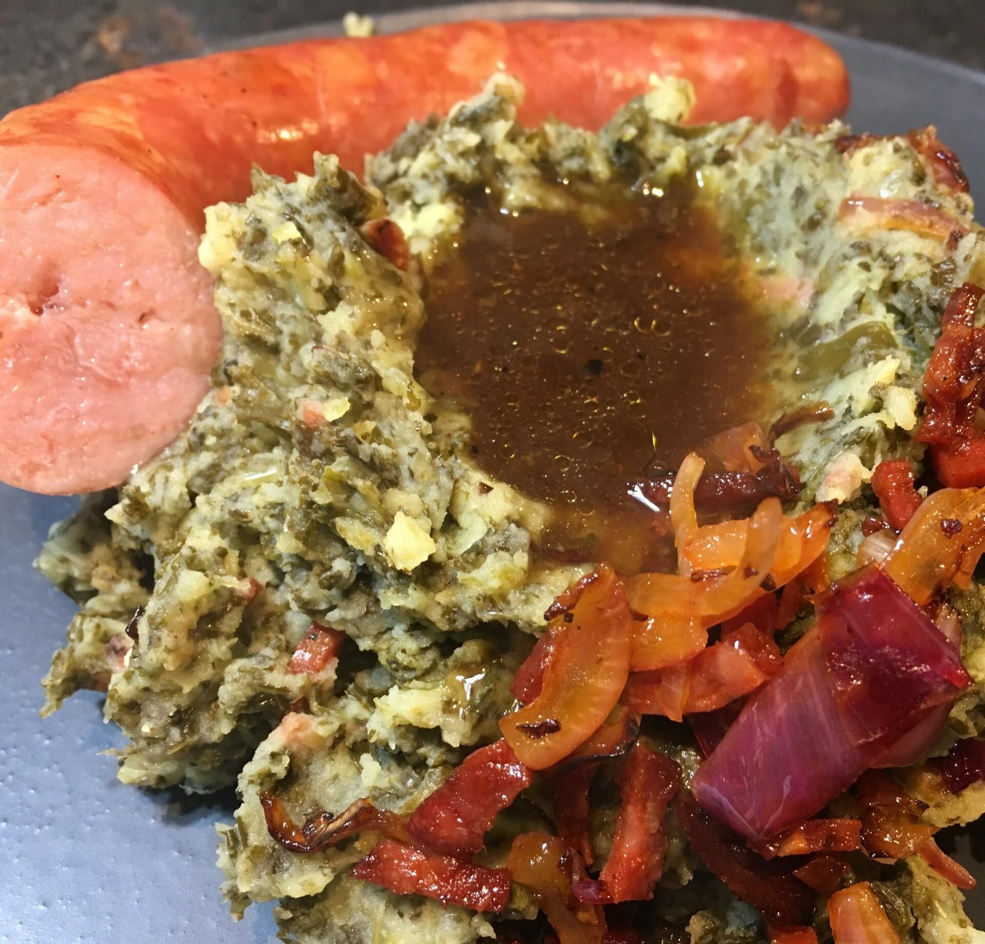 Stamppot boerenkool met chorizo en gebakken rookworst